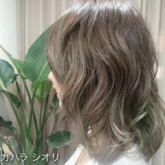 ストリート ボブ インナーカラー グレーアッシュ ヘアスタイルや髪型の写真・画像