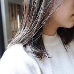 グレージュ カーキ 地毛風カラー くすみカラー ヘアスタイルや髪型の写真・画像