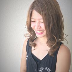 外国人風 アッシュベージュ 大人かわいい ストリート ヘアスタイルや髪型の写真・画像
