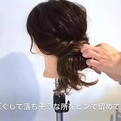 フェミニン ヘアアレンジ ルーズ ねじり ヘアスタイルや髪型の写真・画像