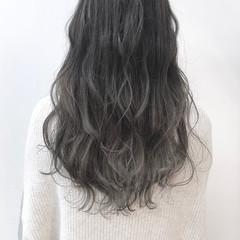ロング ナチュラル グレージュ ミルクグレージュ ヘアスタイルや髪型の写真・画像
