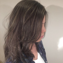 セミロング レイヤーカット 外国人風 ハイライト ヘアスタイルや髪型の写真・画像