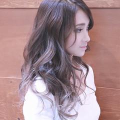 バレイヤージュ ハイライト ロング 夏 ヘアスタイルや髪型の写真・画像