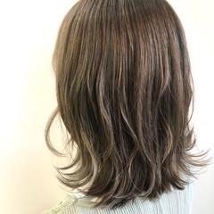 ハイライト ナチュラル アッシュグレージュ ミルクティーグレージュ ヘアスタイルや髪型の写真・画像