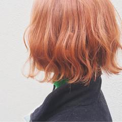 ハイトーン 波ウェーブ オレンジベージュ ダブルカラー ヘアスタイルや髪型の写真・画像