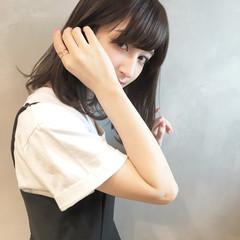 小顔 大人女子 デート ミルクティー ヘアスタイルや髪型の写真・画像