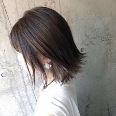 インナーカラーシルバー 切りっぱなしボブ ナチュラル インナーカラーグレージュ ヘアスタイルや髪型の写真・画像