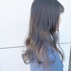 アッシュグレー グラデーションカラー アッシュ ナチュラル ヘアスタイルや髪型の写真・画像