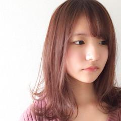 デート ミディアム ピンクアッシュ フェミニン ヘアスタイルや髪型の写真・画像