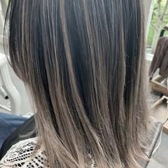 大人ハイライト セミロング ミルクティーグレージュ グラデーションカラー ヘアスタイルや髪型の写真・画像