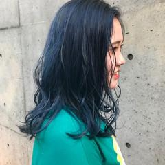 ストリート 切りっぱなしボブ ブルー セミロング ヘアスタイルや髪型の写真・画像
