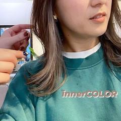モード ホワイトシルバー シルバーアッシュ インナーカラー ヘアスタイルや髪型の写真・画像