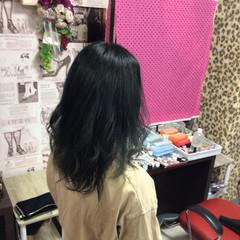 ナチュラル セミロング ブルーブラック アッシュグラデーション ヘアスタイルや髪型の写真・画像