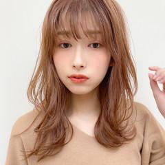 ミディアム レイヤーカット 簡単ヘアアレンジ 外ハネ ヘアスタイルや髪型の写真・画像