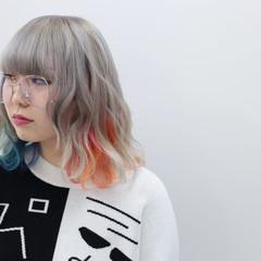 ミディアム ホワイトブリーチ ツートン ホワイト ヘアスタイルや髪型の写真・画像