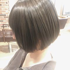 グレージュ 艶髪 ナチュラル アッシュグレー ヘアスタイルや髪型の写真・画像