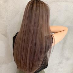 ロング ラベンダーピンク ピンクベージュ エアータッチ ヘアスタイルや髪型の写真・画像