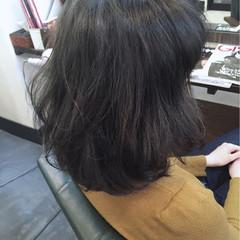 暗髪 グレー グレージュ グレーアッシュ ヘアスタイルや髪型の写真・画像