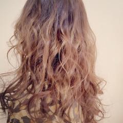 ナチュラル カール 巻き髪 セミロング ヘアスタイルや髪型の写真・画像
