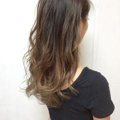 セミロング アッシュベージュ グラデーションカラー バレイヤージュ ヘアスタイルや髪型の写真・画像