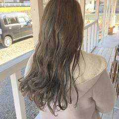 フェミニン オリーブカラー オリーブベージュ ロング ヘアスタイルや髪型の写真・画像