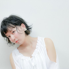 ガーリー ピュア ワイドバング 外ハネ ヘアスタイルや髪型の写真・画像