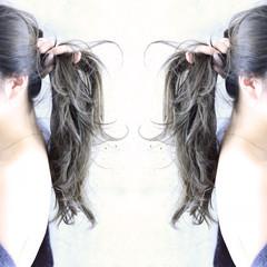 ストリート 簡単ヘアアレンジ くせ毛風 ロング ヘアスタイルや髪型の写真・画像