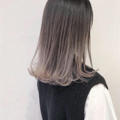 ホワイトグラデーション ミルクティーグレージュ ロング グラデーションカラー ヘアスタイルや髪型の写真・画像