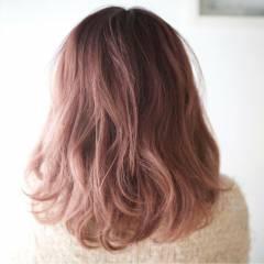大人かわいい ピンク レッド ナチュラル ヘアスタイルや髪型の写真・画像