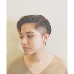 外国人風 刈り上げ ブリーチ ショート ヘアスタイルや髪型の写真・画像