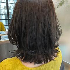 ニュアンスウルフ アッシュグレージュ ミディアム ナチュラル ヘアスタイルや髪型の写真・画像