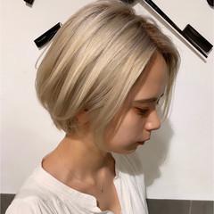 ショートヘア ホワイトアッシュ 小顔ショート フェミニン ヘアスタイルや髪型の写真・画像