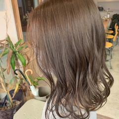 透明感カラー シアーベージュ ミディアム グレージュ ヘアスタイルや髪型の写真・画像