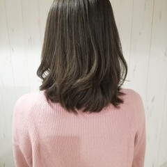 ミルクティーベージュ セミロング ナチュラル アッシュベージュ ヘアスタイルや髪型の写真・画像