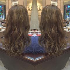 外国人風 ロング ハイライト イルミナカラー ヘアスタイルや髪型の写真・画像
