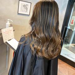 バレイヤージュ セミロング ブリーチ 切りっぱなし ヘアスタイルや髪型の写真・画像