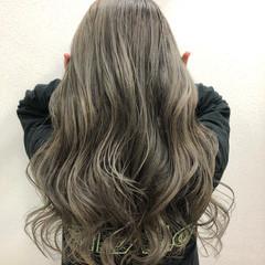 デザインカラー エレガント カーキアッシュ カーキ ヘアスタイルや髪型の写真・画像
