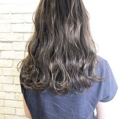 アッシュグレージュ アディクシーカラー セミロング ナチュラル ヘアスタイルや髪型の写真・画像