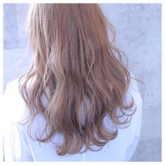 ブリーチ ロング フェミニン ベージュ ヘアスタイルや髪型の写真・画像