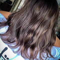 ラベージュ アンニュイ ダブルカラー ミディアム ヘアスタイルや髪型の写真・画像