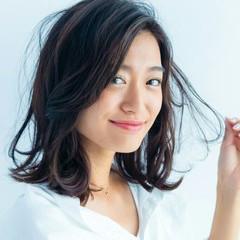 アッシュ ミディアム 透明感 外ハネ ヘアスタイルや髪型の写真・画像