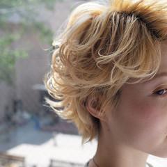 ハイトーン フェミニン ショート ヘアスタイルや髪型の写真・画像