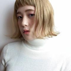 金髪 ガーリー 外ハネ 前髪パッツン ヘアスタイルや髪型の写真・画像