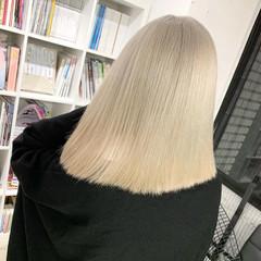 切りっぱなしボブ ブロンドカラー モード ホワイトベージュ ヘアスタイルや髪型の写真・画像