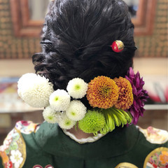 ガーリー ヘアアレンジ ミディアム 花 ヘアスタイルや髪型の写真・画像