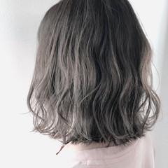 ボブ グレーアッシュ 波ウェーブ シルバーアッシュ ヘアスタイルや髪型の写真・画像