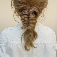 ミルクティーベージュ ミディアム くるりんぱ ふわふわヘアアレンジ ヘアスタイルや髪型の写真・画像