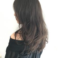 エレガント グレージュ アッシュ ロング ヘアスタイルや髪型の写真・画像