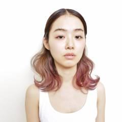 ミディアム グラデーションカラー ピンク ヘアスタイルや髪型の写真・画像