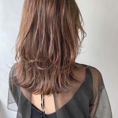 ミディアム アンニュイほつれヘア インナーカラー デート ヘアスタイルや髪型の写真・画像